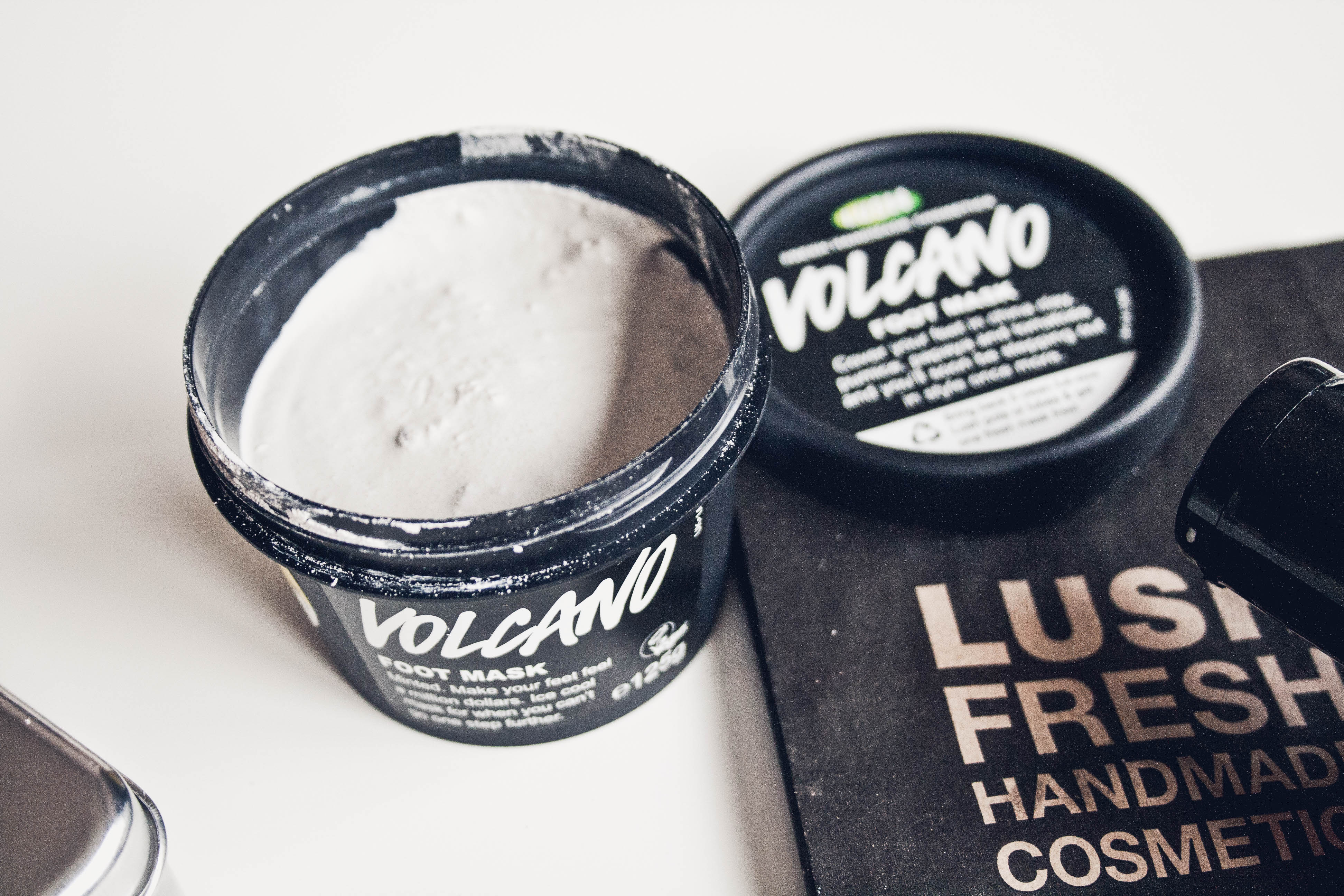 lush cosmetics review by bulgarian beauty blogger quite a looker summer products www.quitealooker.com lush bulgaria volcano foot mask