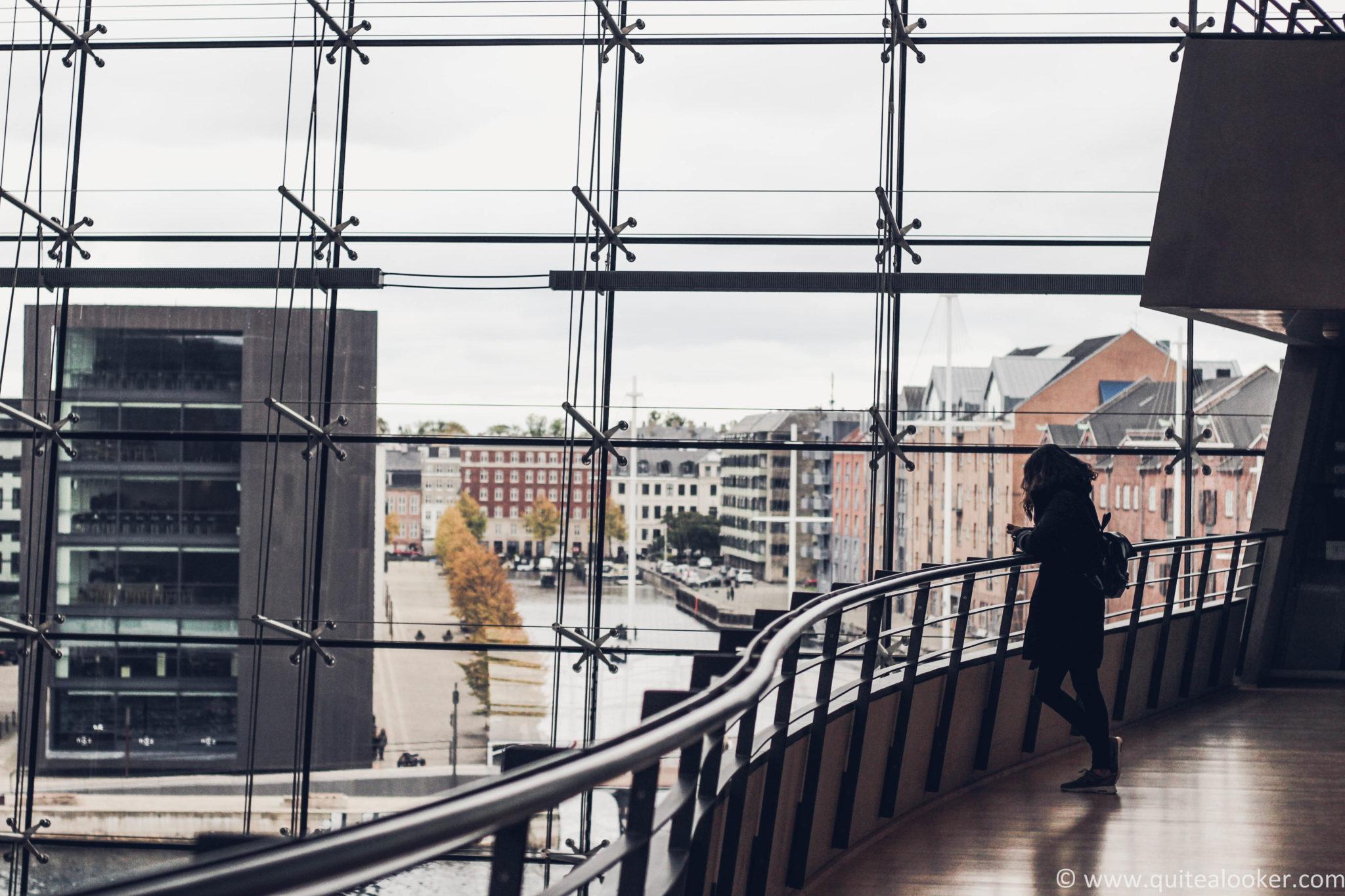 Пътеводител Копенхаген, Дания Какво да посетим в Copenhagen, забележителности в Дания, пътепис Копенхаген, българи в Дания, кула Тарнет, дворец Кристиансборг, кралска библиотека, статуя на малката русалка, Ханс Кристиян Андерсен, Копенхаген през есента, Тиволи