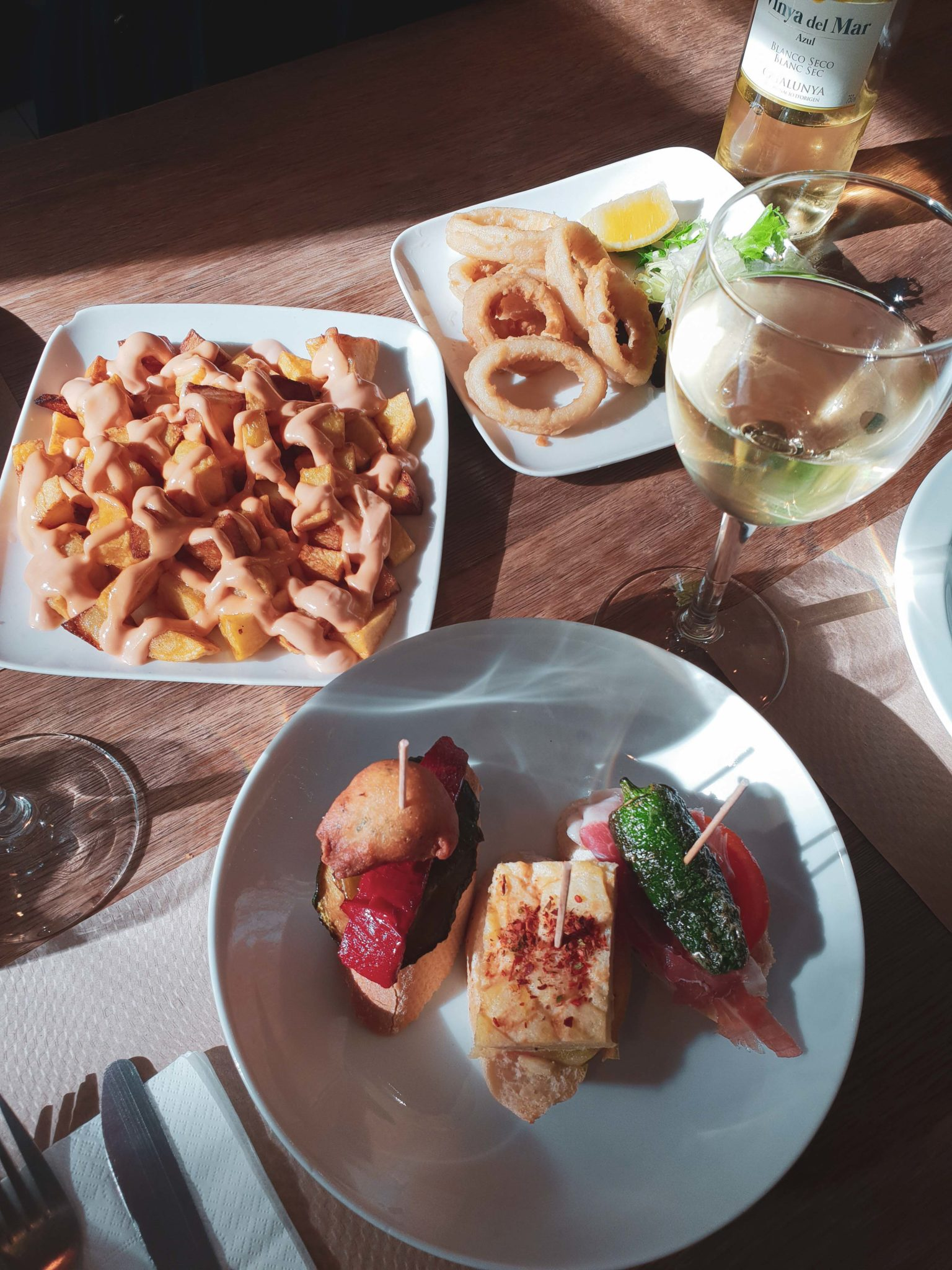 Barcelona travel guide by Michaella and Lina from Bulgarian lifestyle blog Quite a Looker / Tapas