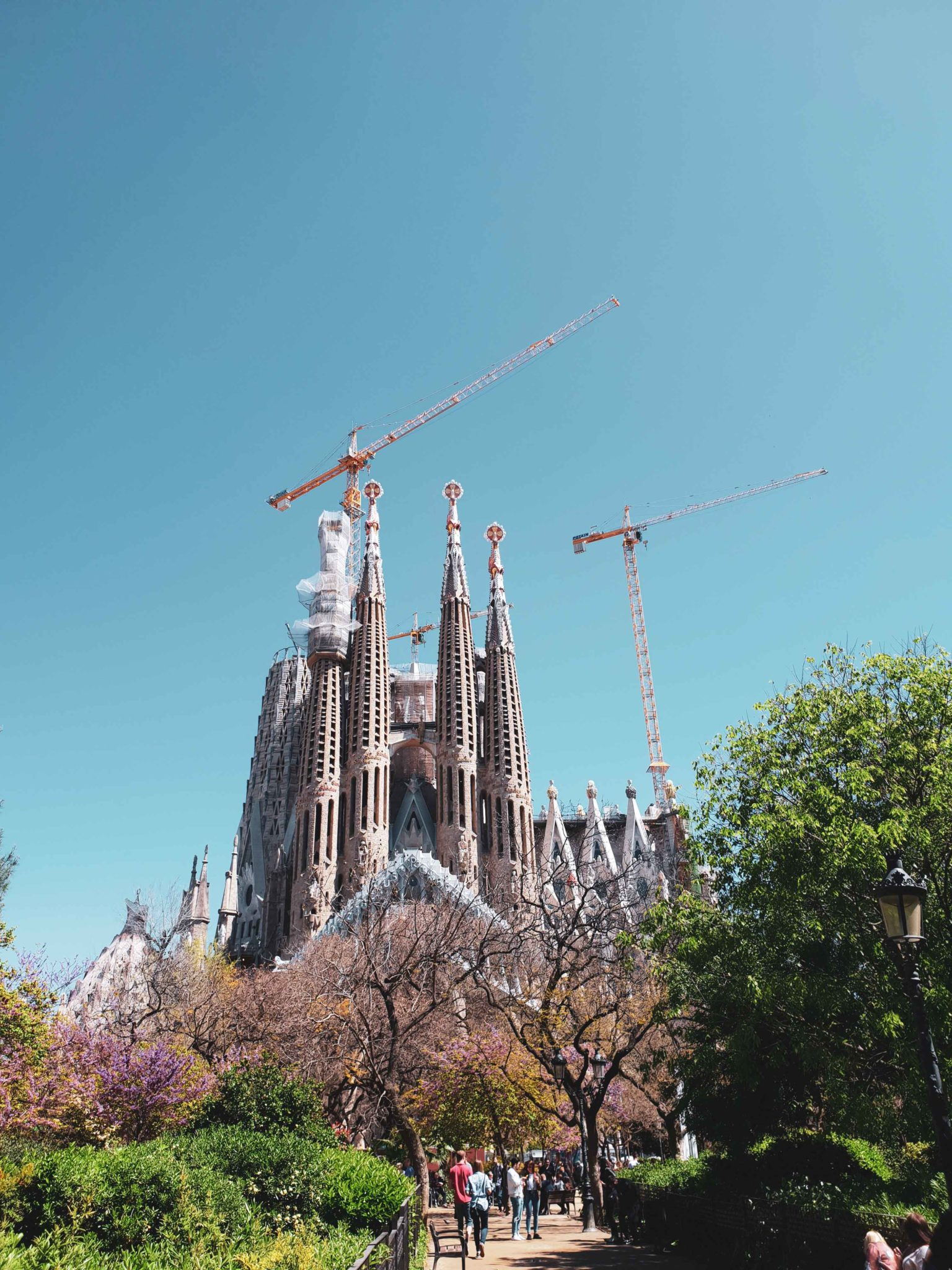Barcelona travel guide by Michaella and Lina from Bulgarian lifestyle blog Quite a Looker / La Sagrada Familia