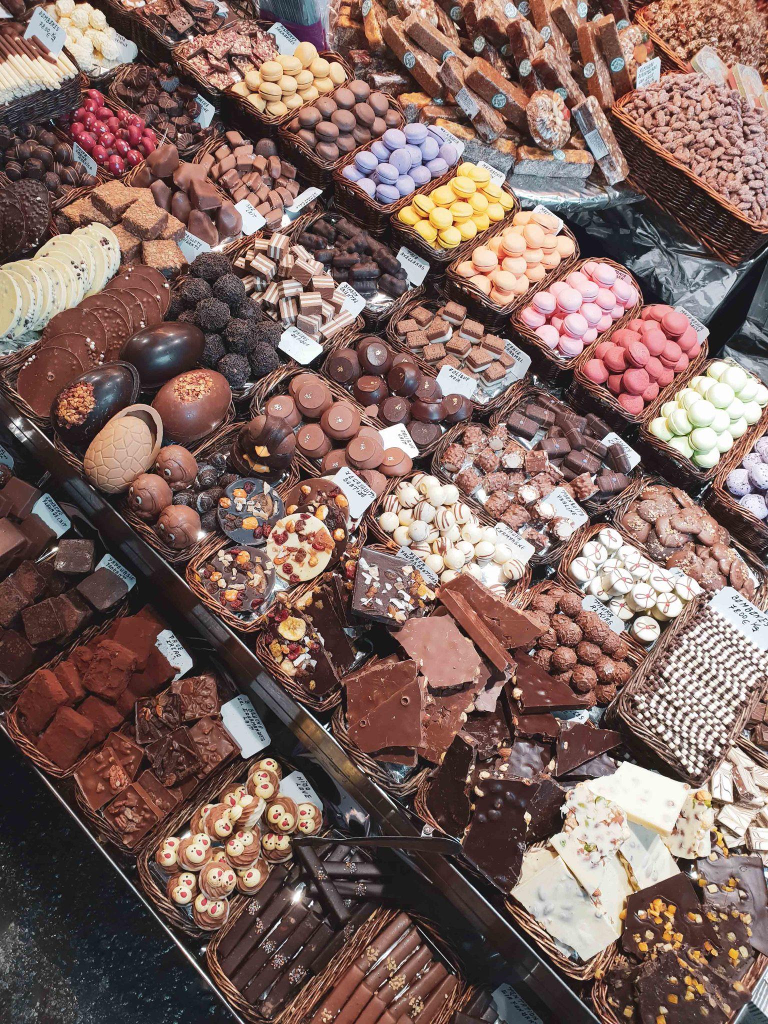 Barcelona travel guide by Michaella and Lina from Bulgarian lifestyle blog Quite a Looker / Mercat de la Boqueria Food market