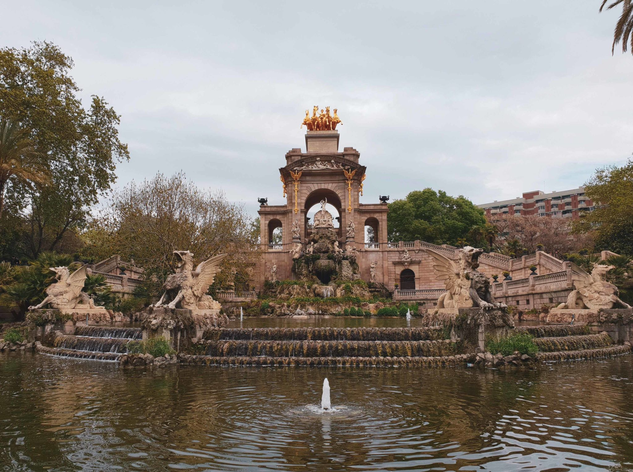 Barcelona travel guide by Michaella and Lina from Bulgarian lifestyle blog Quite a Looker / Park de la Cuitadella fountain