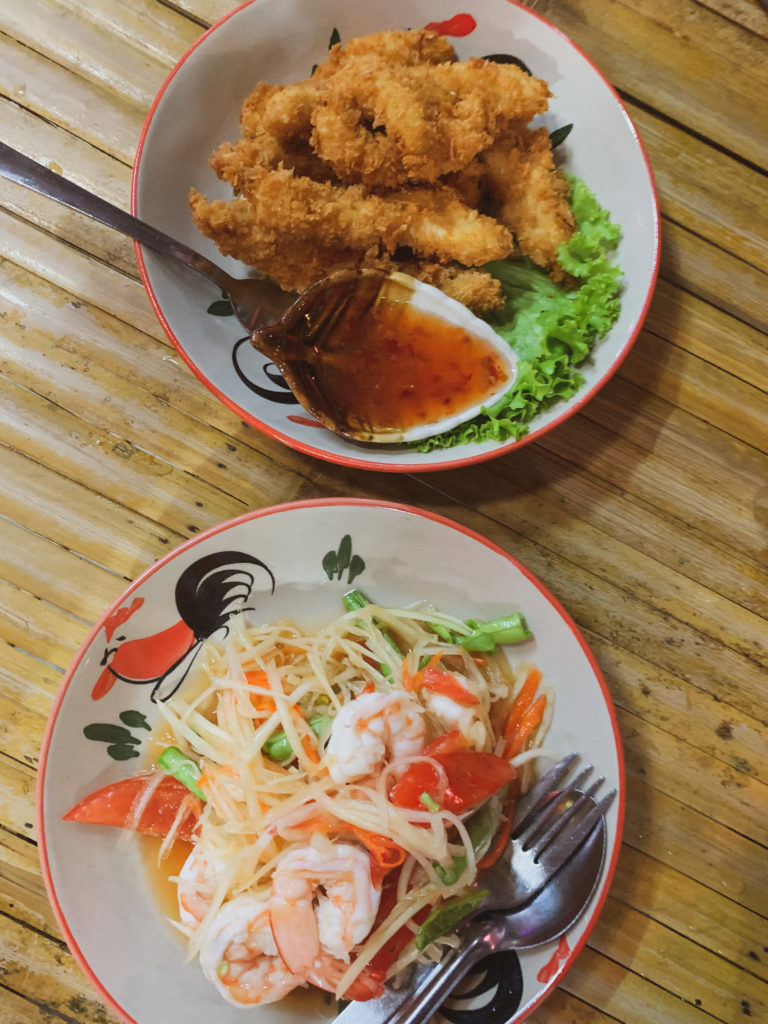 Vacation in Koh Lanta Island, Krabi, Thailand - Where to eat, best food restaurant in Koh Lanta, Lucky tree restaurant, best pad thai, papaya salad, coconut curry, best Thai food