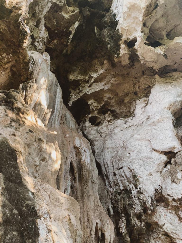 Пещерата Phra Nang | Почивка на Рейлей Бийч в Краби, Тайланд | Съвети при пътуване до Тайланд | блог на Михаела от Quite a Looker